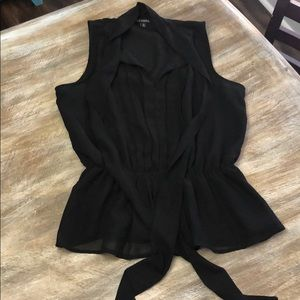 Tie neck and cinched waist lined blouse!